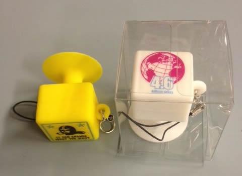 携帯スタンドストラップ(キューブ型)